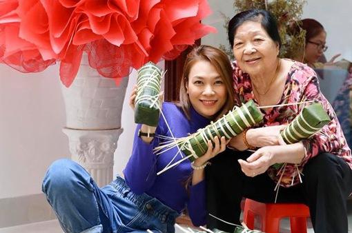 Mỹ Tâm và các sao Việt gói bánh chưng, trang hoàng nhà cửa đón Tết