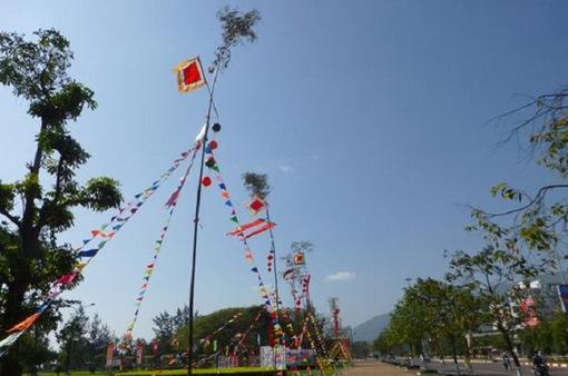 Gìn giữ phong tục dựng cây nêu ngày Tết ở Hà Nội