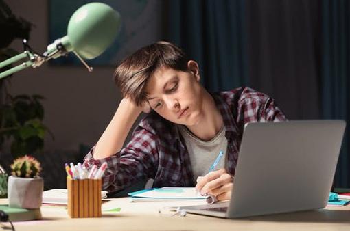 Làm thế nào để giúp chứ không phải làm hộ con bài tập về nhà?