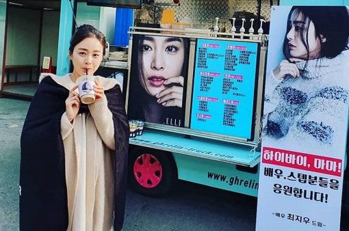 Choi Ji Woo ngọt ngào ủng hộ phim mới của Kim Tae Hee