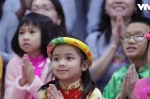 Người Việt tại Mỹ đi lễ chùa cầu an đầu năm