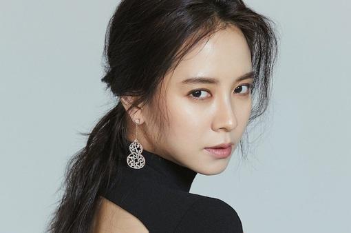 """Liên tục bị chê gu thời trang, Song Ji Hyo bất ngờ """"lột xác"""""""