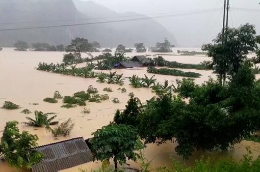 118 người thiệt mạng, 21 người mất tích, hơn 37.000 ngôi nhà bị hư hỏng do mưa lũ