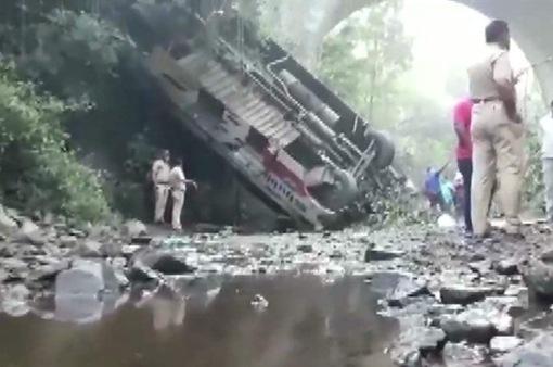 Xe khách lao xuống hẻm núi ở Ấn Độ, nhiều người thiệt mạng