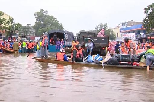Làm sao để hàng cứu trợ đồng bào bị lũ lụt đến đúng người, phân bổ hợp lý?