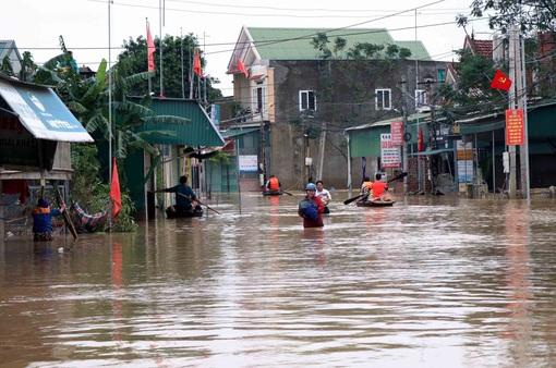 Hoàn lưu sau bão số 9 làm gần 3 vạn học sinh Hà Tĩnh nghỉ học