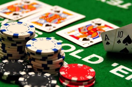 Đột kích sòng bạc Poker trong khu chung cư cao cấp, tạm giữ hàng chục đối tượng