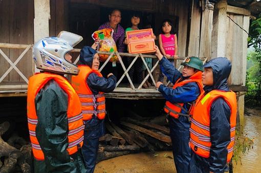 Xuất 1.000 tấn gạo hỗ trợ đồng bào vùng lũ Quảng Trị