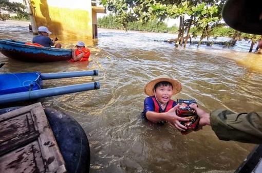 Bão Molave đổ bộ Philippines, gần 9.000 người sơ tán
