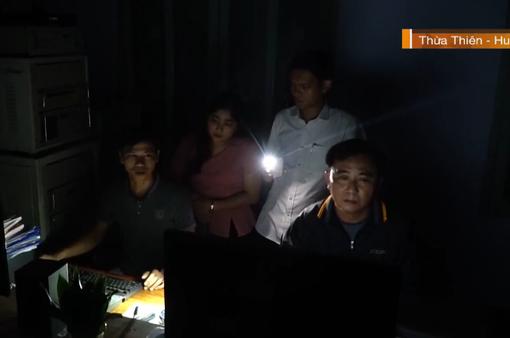 Những bản tin phát thanh trong đêm ở vùng lũ