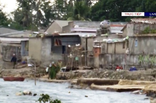 Người dân làng biển Quảng Ngãi đã di dời tránh bão số 9