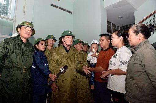 Phó Thủ tướng Trịnh Đình Dũng: Người dân yên tâm tránh bão, công an có trách nhiệm bảo vệ tài sản cho dân