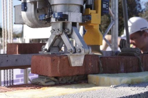 Robot tự động lát gạch tại Anh