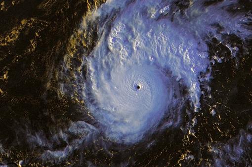 Siêu bão Goni sức gió 265 km/h tiến về Philippines, hàng nghìn người dân phải sơ tán
