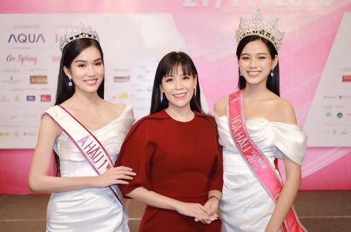 Hoa hậu doanh nhân Phạm Bích Thủy sải bước thảm đỏ Hoa hậu Việt Nam 2020 cùng NTK Ngô Nhật Huy