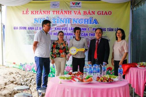 Hiệp hội Tấm lợp Việt Nam bàn giao 2 ngôi nhà tình nghĩa cho các gia đình khó khăn tại Cần Thơ