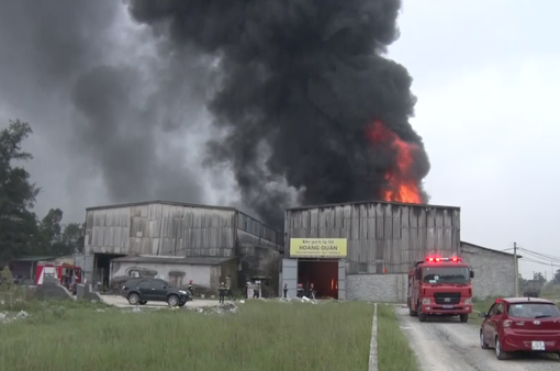 Cháy lớn tại kho chứa hàng ở phường Trung Đô, TP. Vinh