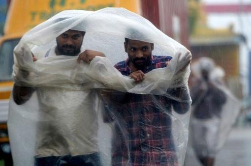 Ấn Độ sơ tán hàng nghìn dân tránh bão mạnh Nivar