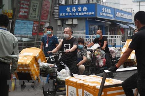 Chợ Tân Phát Địa ngừng bán và bảo quản thực phẩm đông lạnh để phòng dịch COVID-19