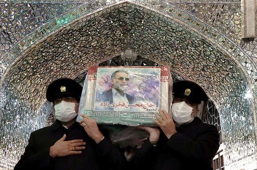 Nhà khoa học hạt nhân Iran bị ám sát bằng súng máy điều khiển từ xa