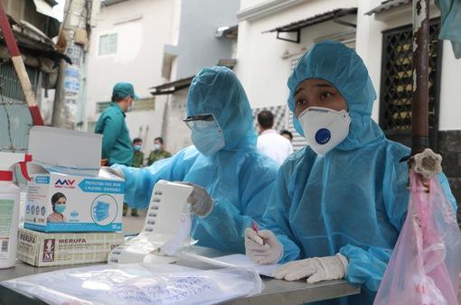 ẢNH: Phong tỏa khu dân cư khu vực sinh sống bệnh nhân 1347