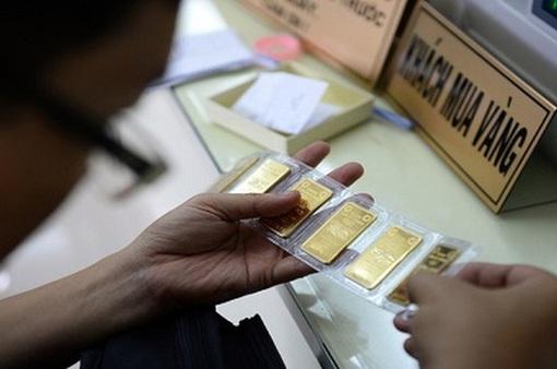 """Giá vàng tiếp tục """"bốc hơi"""", xuống dưới mốc 54 triệu đồng/lượng"""