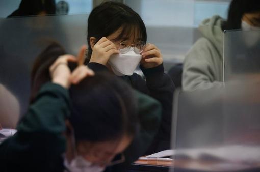 Kỳ thi Đại học rất khác lạ vì COVID-19 tại Hàn Quốc
