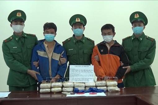 Điện Biên bắt vụ vận chuyển trái phép 90.000 viên ma túy tổng hợp