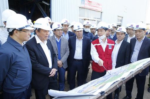 Phó Thủ tướng Thường trực Trương Hoà Bình kiểm tra tiến độ nhà máy Nhiệt điện Thái Bình 2