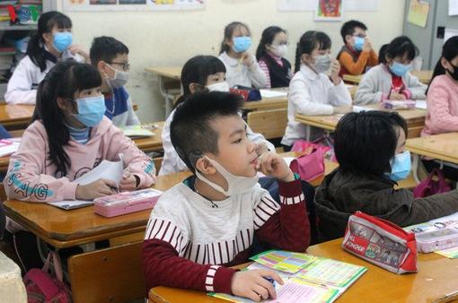 Dịch COVID-19: Học sinh vẫn phải học bù dù học online