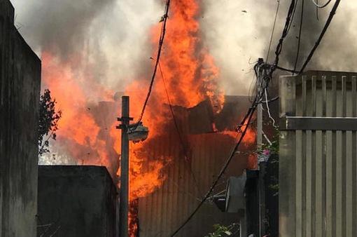 Hà Nội: Xảy ra cháy lớn tại xưởng gỗ ở quận Long Biên