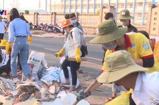 """Đội tình nguyện """"Vì Phú Yên xanh"""" chung tay xây dựng môi trường xanh sạch"""