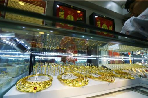 Giá vàng vượt mức 46 triệu đồng/lượng