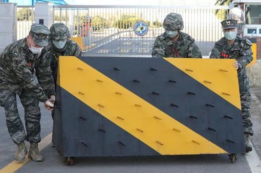"""COVID-19 """"tấn công"""" vào quân đội Hàn Quốc"""