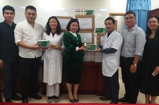 Viện Công nghệ môi trường và biến đổi khí hậu trao tặng gần 10.000 khẩu trang cho thành phố Hà Nội