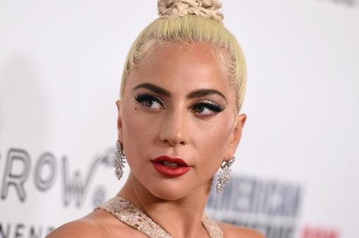 Lady Gaga bỏ được thuốc lá nhờ món gà tây