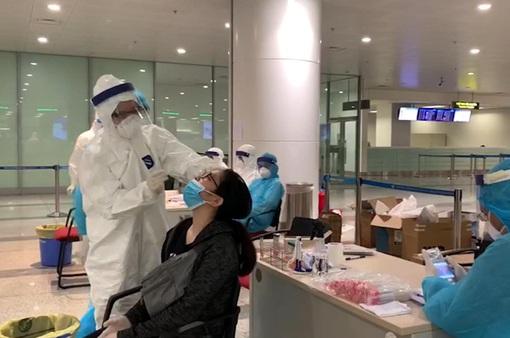 Hà Nội tạm dừng xét nghiệm nhanh COVID-19 cho người trờ về từ Đà Nẵng