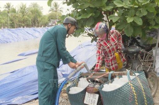 Cấp nước ngọt cứu cây trồng tại Tiền Giang