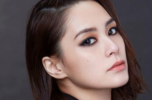 Khoe thói quen tập thể dục trong thời gian cách ly, Chung Hân Đồng lộ BST túi hàng hiệu khủng