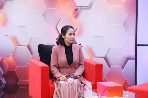 """Ốc Thanh Vân: """"Hai vợ chồng tôi từng rất xấu hổ, hối hận khi cãi nhau trước mặt con"""""""