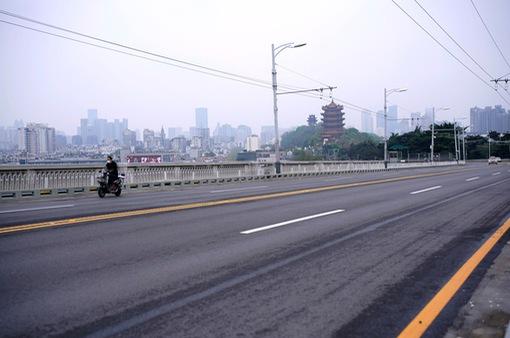 Tình nguyện viên giúp Vũ Hán (Trung Quốc) hồi sinh