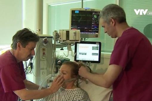 Thiếu máy thở trong cuộc chiến chống COVID-19