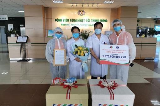 FPT tặng hàng chục ngàn khẩu trang, thiết bị y tế cho tuyến đầu chống dịch COVID-19