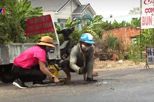 Gặp gỡ ông Ba Dân chuyên vá đường từ thiện ở Cần Thơ
