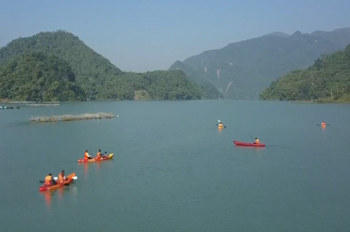 Hồ Hòa Bình - Chốn bình yên miền sơn cước