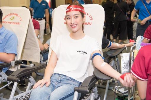 Hoa hậu Đỗ Mỹ Linh, Tiểu Vy cùng 200 tình nguyện viên hiến máu nhân đạo