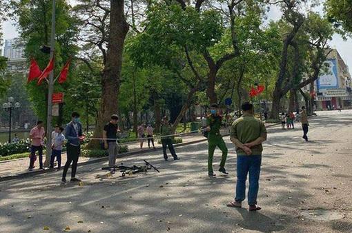 Hà Nội sẽ xử lý nghiêm các phương tiện di chuyển trong phố đi bộ