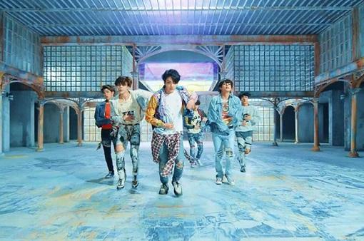 """BTS lập kỉ lục mới với """"Fake Love"""""""