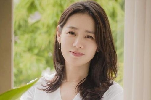"""Son Ye Jin của """"Hạ cánh nơi anh"""" trở thành Người phụ nữ đẹp nhất năm 2020"""