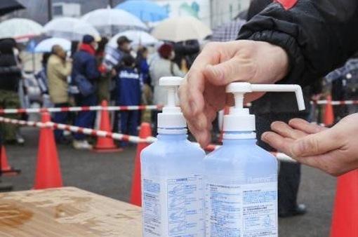 Phạt tù hành vi đầu cơ mặt hàng vệ sinh, diệt khuẩn